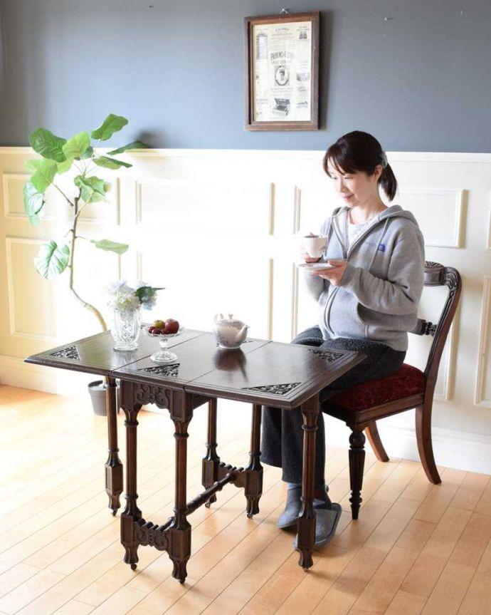 小さいサイズの伸び縮みするテーブル