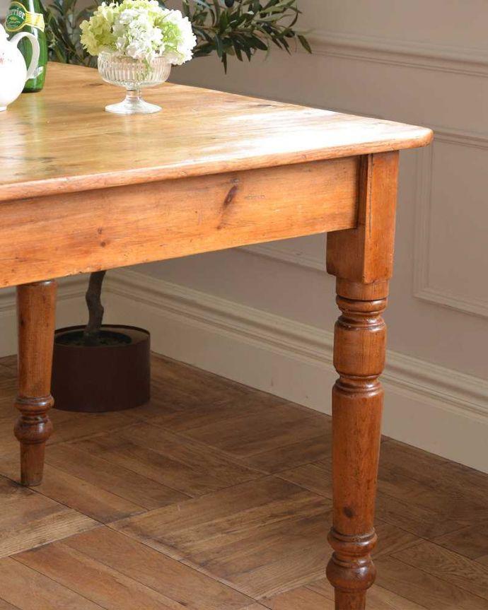 アンティークのテーブル アンティーク家具 パイン材のアンティーク家具、引き出し付きダイニングテーブル。ポコポコっとした可愛らしい脚脚のデザインもぬくもりあるやさしいデザイン。(q-1781-f)
