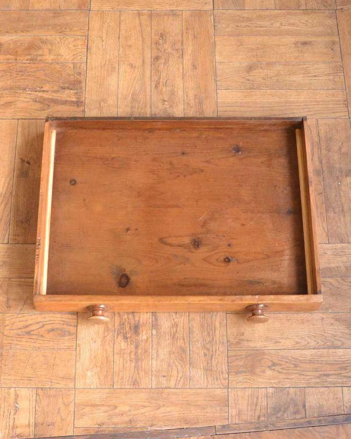 アンティークのテーブル アンティーク家具 パイン材のアンティーク家具、引き出し付きダイニングテーブル。引き出しの中も、もちろんキレイです。(q-1781-f)