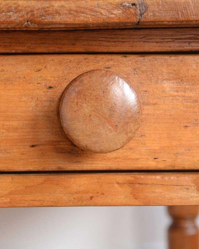 アンティークのテーブル アンティーク家具 パイン材のアンティーク家具、引き出し付きダイニングテーブル。何かと便利な引き出し付きテーブルの引き出しは、いろいろ便利に使えます。(q-1781-f)