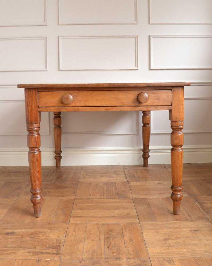 アンティークのテーブル アンティーク家具 パイン材のアンティーク家具、引き出し付きダイニングテーブル。横から見てみると・・・テーブルを横から見るとこんな感じ。(q-1781-f)