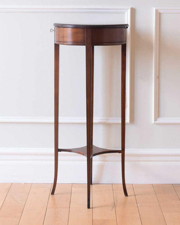 q-1838-f アンティークオケージョナルテーブルの横