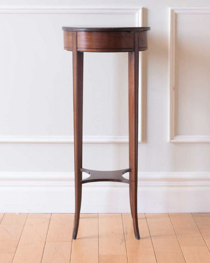 q-1838-f アンティークオケージョナルテーブルの後ろ