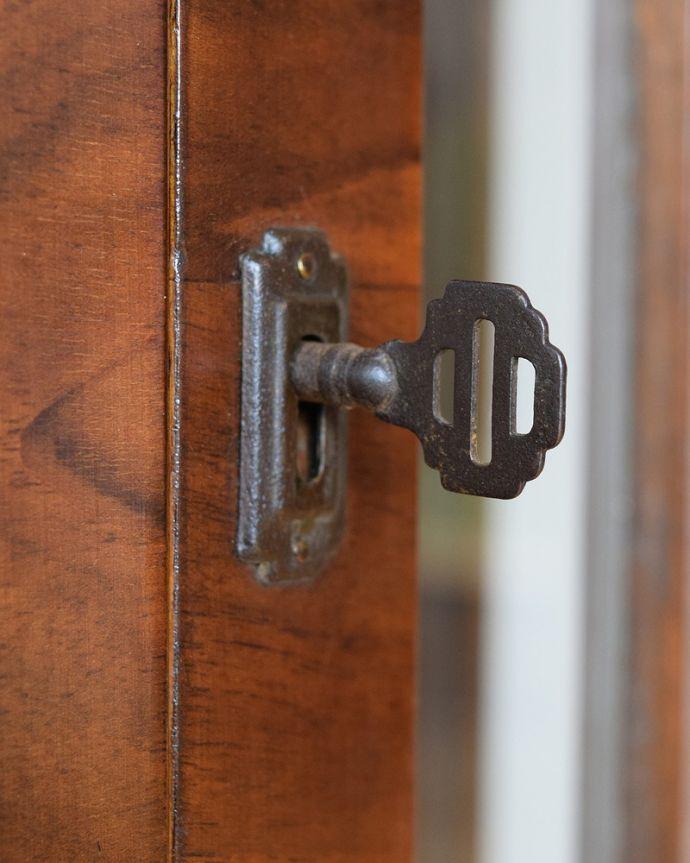 q-1883-f アンティークガラスキャビネットの鍵