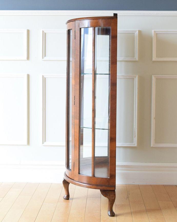 q-1883-f アンティークガラスキャビネットの横
