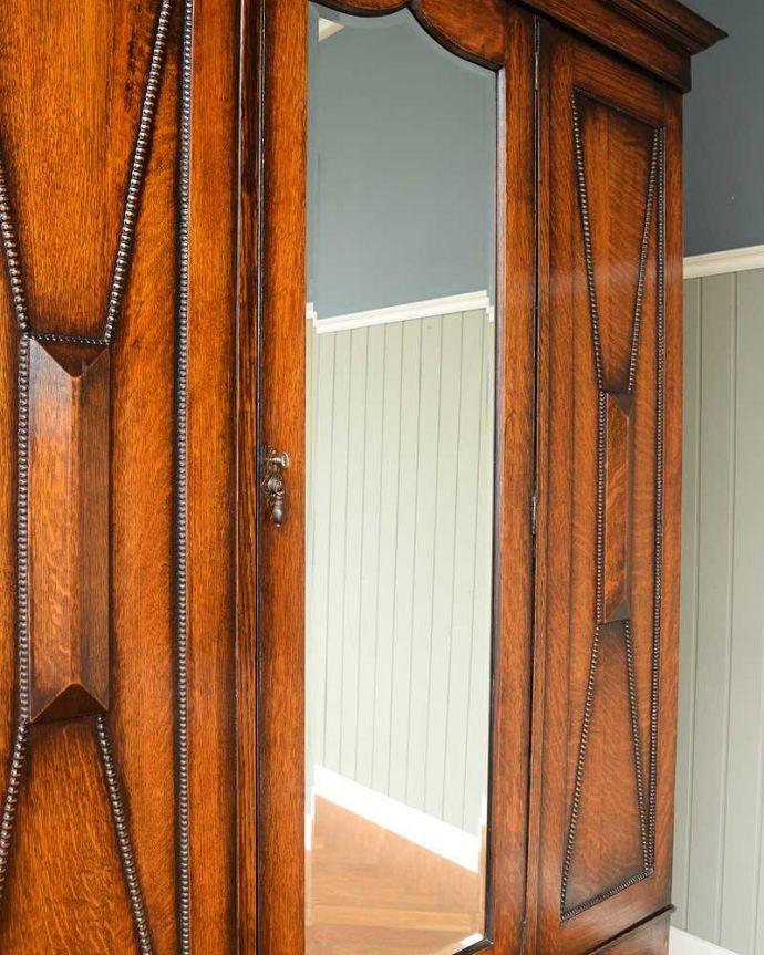 アンティーク家具 たっぷりお片付けできるアンティーク家具、ミラー付きと引き出しが付いたワードローブ。新しいミラーでお届けしますこちらは新しいミラーに交換しました。(q-1924-f)