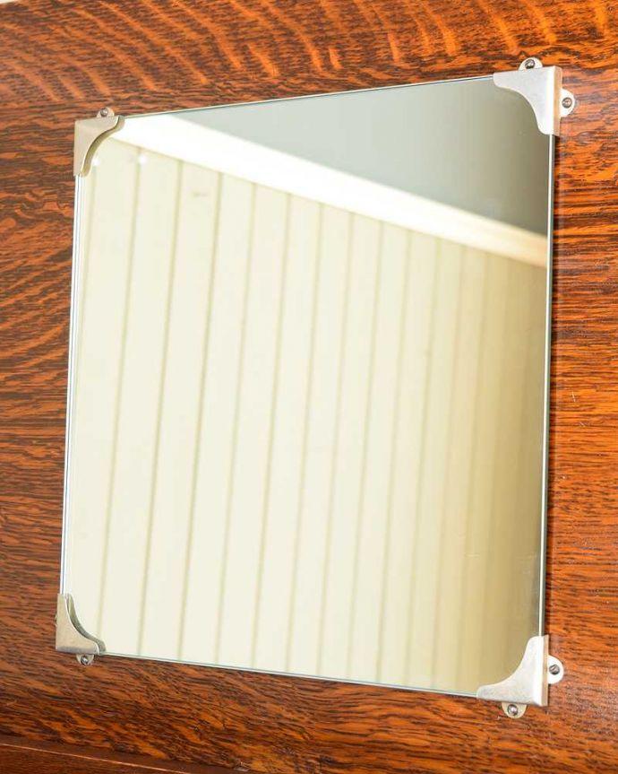 アンティークのチェスト アンティーク家具 英国から届いたアンティーク家具、バチェラーズチェスト(鏡付き)。美しいアンティークのミラーアンティークのミラーも付いています。(q-1946-f)