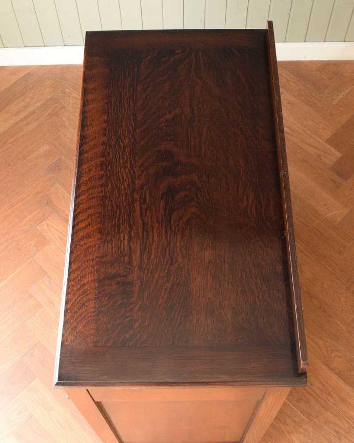 アンティークのチェスト アンティーク家具 英国から届いたアンティーク家具、バチェラーズチェスト(鏡付き)。上から見ると・・・上から見ると、天板はこんな感じです。(q-1946-f)
