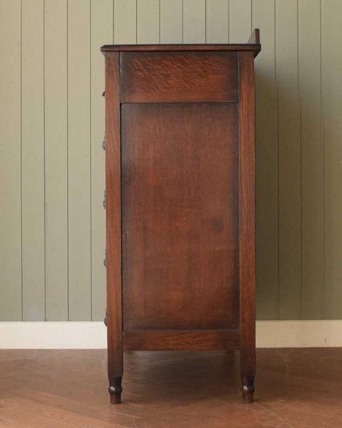 アンティークのチェスト アンティーク家具 英国から届いたアンティーク家具、バチェラーズチェスト(鏡付き)。横顔だってカッコいい横から見るとこんな感じです。(q-1946-f)