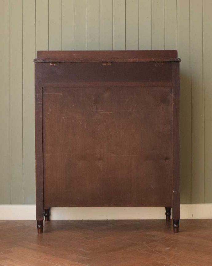 アンティークのチェスト アンティーク家具 英国から届いたアンティーク家具、バチェラーズチェスト(鏡付き)。後ろ姿にも自信アリ!アンティークは新品ではないので、経年変化によるキズはありますが、専門の職人がキレイに修復したので後ろ姿にも自信があります。(q-1946-f)