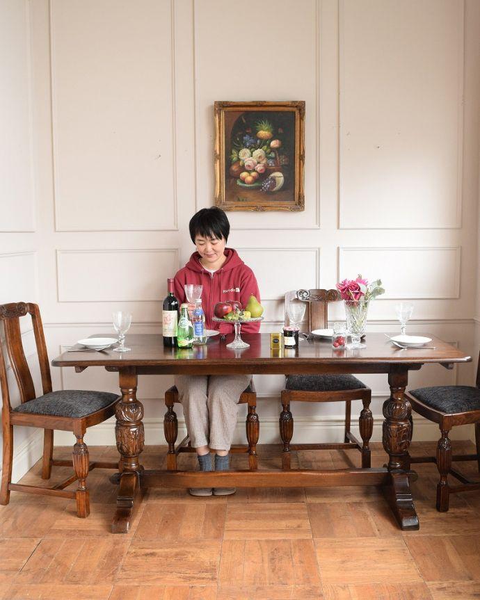 アンティークのテーブル アンティーク家具 英国スタイルの重厚感あふれるアンティークのダイニングテーブル。英国スタイルのダイニングテーブル重厚な雰囲気のバルボスレッグのリフェクトリテーブル。(q-2050-f)
