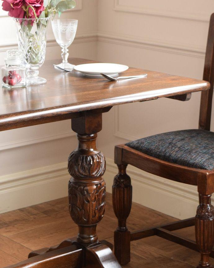 アンティークのテーブル アンティーク家具 英国スタイルの重厚感あふれるアンティークのダイニングテーブル。カッコよく目立つデザインの脚彫がカッコイイバルボスレッグが一番の特徴。(q-2050-f)