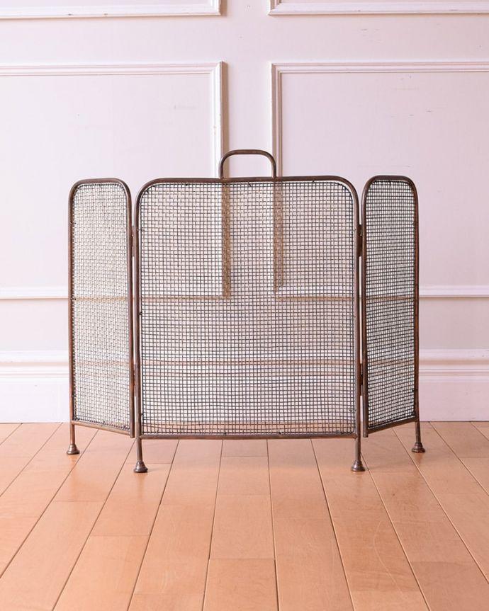 めずらしい家具 アンティーク家具 イギリスで見つけた珍しいレアなアンティーク、真鍮製のファイヤースクリーン(持ち手付き)。後ろ姿にも自信があります。(q-2059-f)