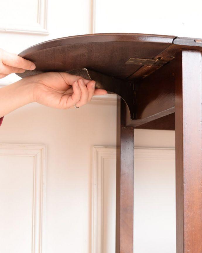 アンティークのワゴン・トローリー アンティーク家具 アンティークワゴン、サイズを変えて便利に使える家具(トロリー)(引き出し付き) 。あっという間に大きくなります天板を持ち上げて下にあるバーを引っぱりだせば、あっという間に大きな作業台に。(q-2126-f)