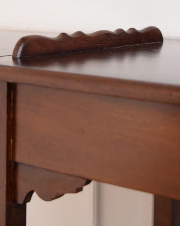 アンティークのワゴン・トローリー アンティーク家具 アンティークワゴン、サイズを変えて便利に使える家具(トロリー)(引き出し付き) 。ちょっとしたこだわり天板の縁の部分に落ちないような仕掛けになっています。(q-2126-f)