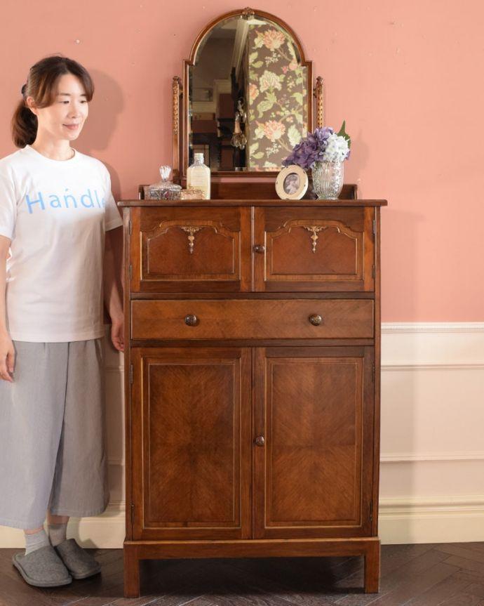 アンティークのドレッサー アンティーク家具 ドレッシングチェスト 鏡も収納も楽しめちゃう女性のための家具チェストの上にミラーが付いたドレッシングチェスト。(q-2225-f)