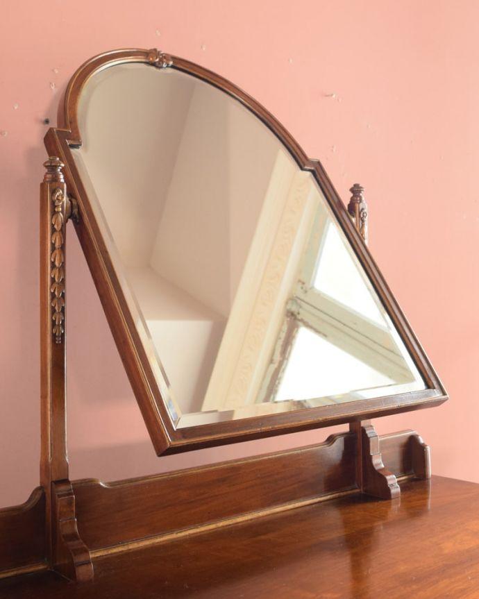 アンティークのドレッサー アンティーク家具 ドレッシングチェスト お部屋も広く見せてくれます身だしなみを整えるのはもちろん、大きな鏡はお部屋を広く見せる効果があります。(q-2225-f)