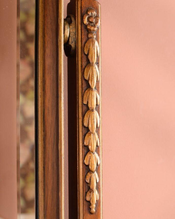 アンティークのドレッサー アンティーク家具 ドレッシングチェスト 至る所に繊細な彫いろんな彫のデザインがありますが、個人的に美しいと思える女性らしく優雅なデザインを選んできました。(q-2225-f)