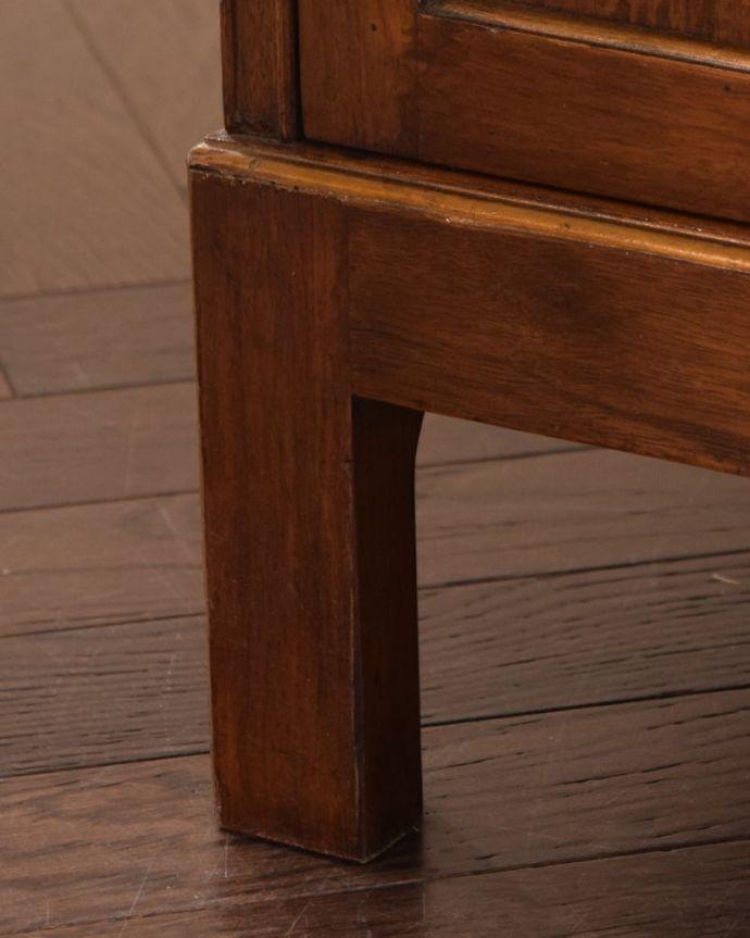 アンティークのドレッサー アンティーク家具 ドレッシングチェスト 女性1人でラクラク運べちゃう仕掛けHandleのアンティークは、脚の裏にフェルトキーパーをお付けしています。(q-2225-f)