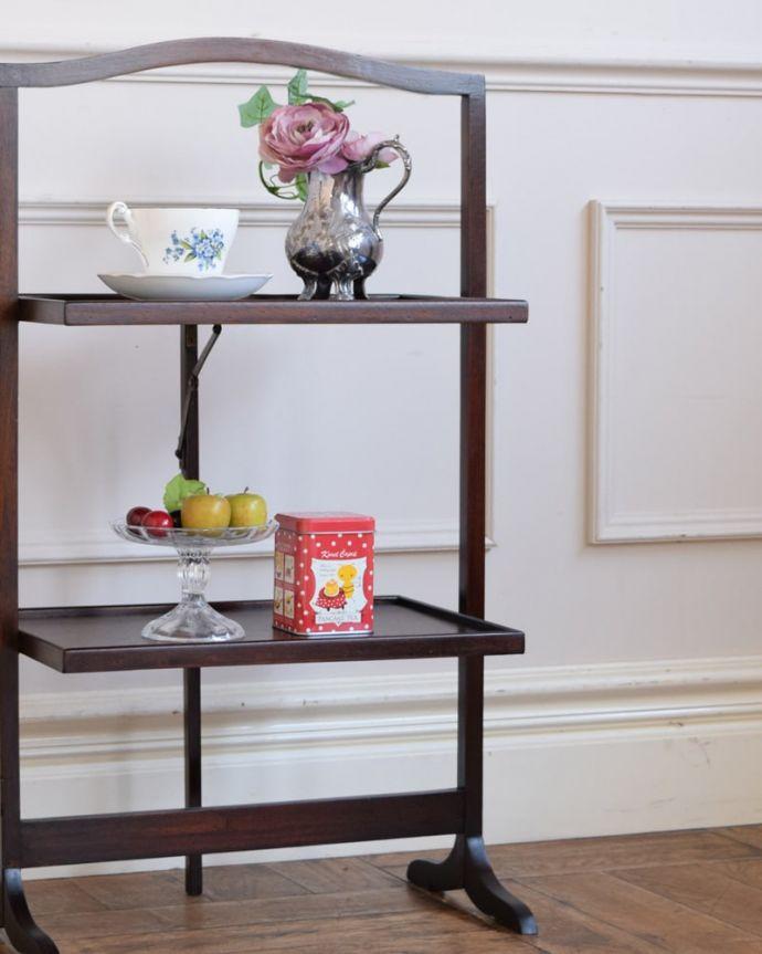 プランツスタンド・ケーキスタンド アンティーク家具 ケーキスタンド 自分流の使い方で自由に楽しめますもともとお皿を乗せて運んで使っていた小さなアンティーク家具。(q-2267-f)