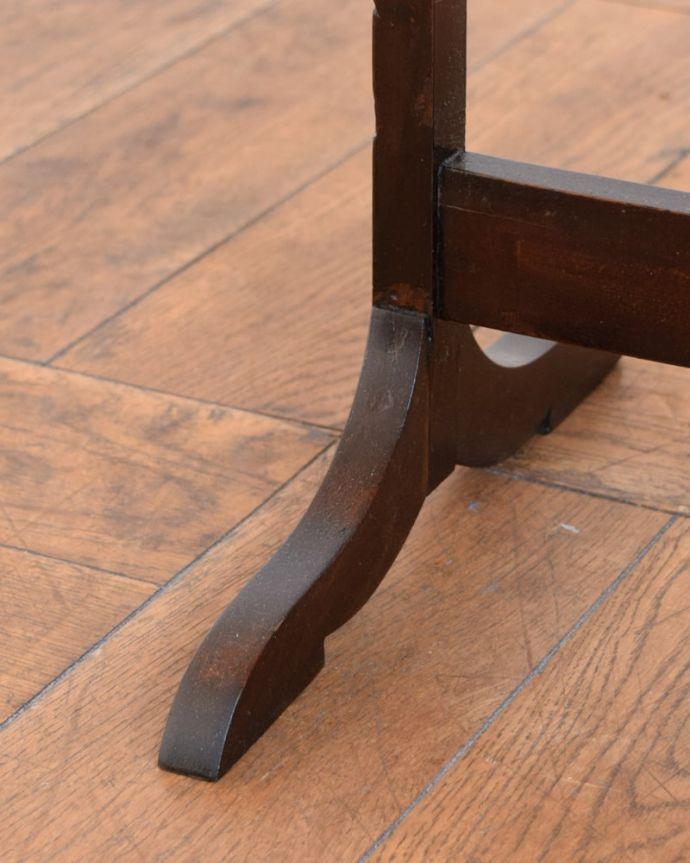 プランツスタンド・ケーキスタンド アンティーク家具 ケーキスタンド Handleの家具の脚の裏には・・・フェルトキーパーを貼ってお送りしていますので引きずっても床にキズが付きません。(q-2267-f)