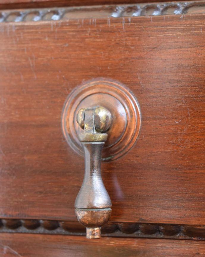 アンティークのチェスト アンティーク家具 ミュージックチェスト 取っ手もアンティークらしいデザインアンティーク家具の取っ手は、なんだか高級感があるんですよね。(q-2287-f)