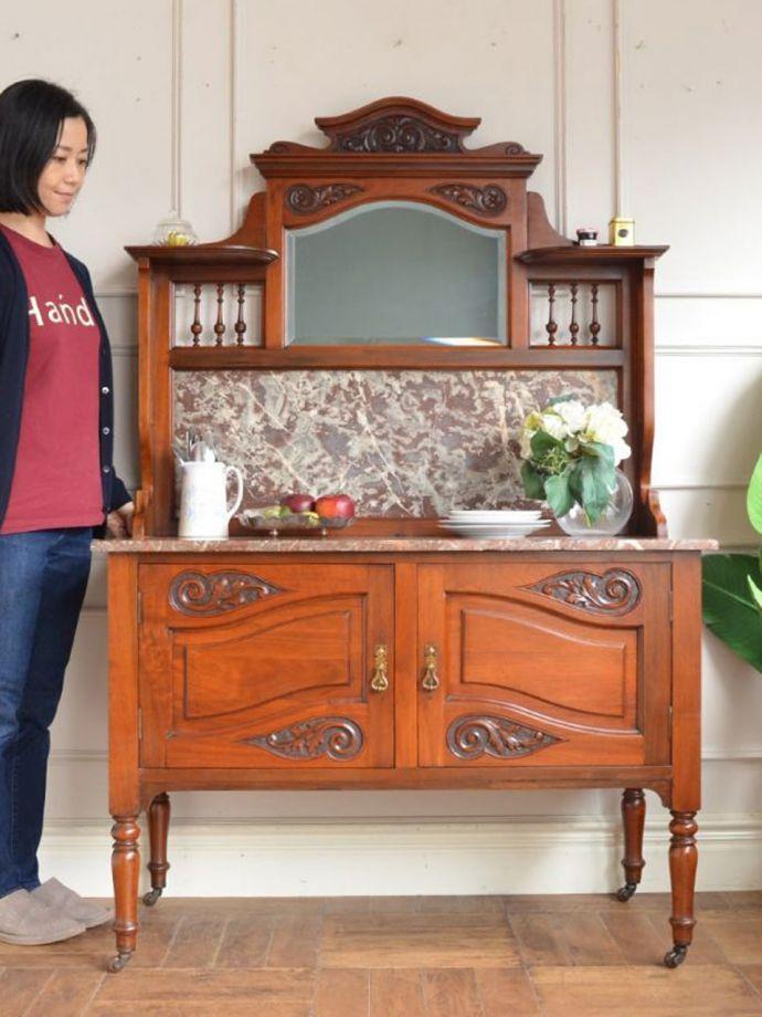 アンティークのキャビネット アンティーク家具 ウォッシュスタンド アンティークでしか手に入らない家具まだ水道の発達していない時代に洗面所として必ず使われていたウォッシュスタンド。(q-2307-f)