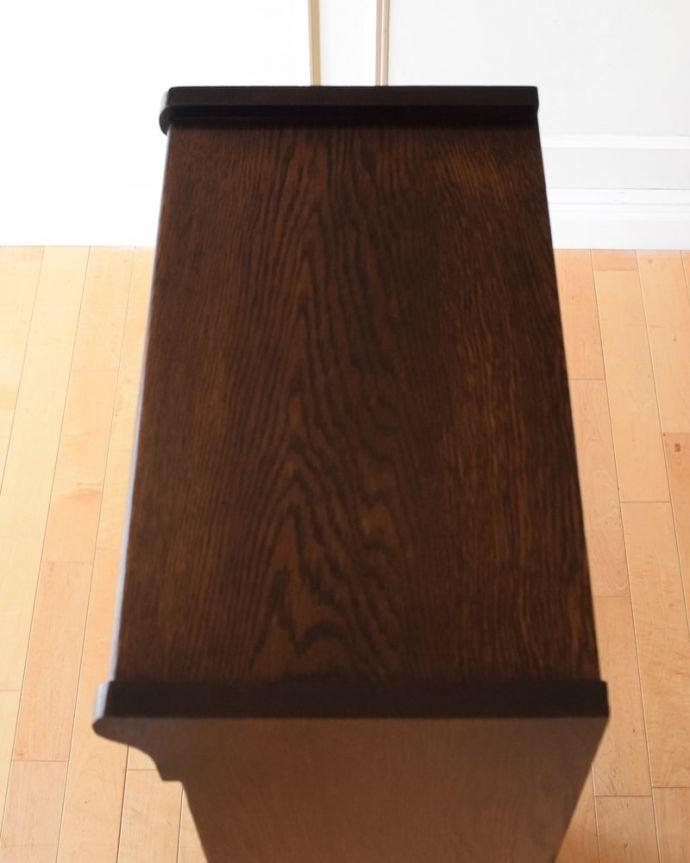 アンティークのキャビネット アンティーク家具 スタッキングブックケース 上から形を見てみると・・・天板はこんな形です。(q-2318-f)