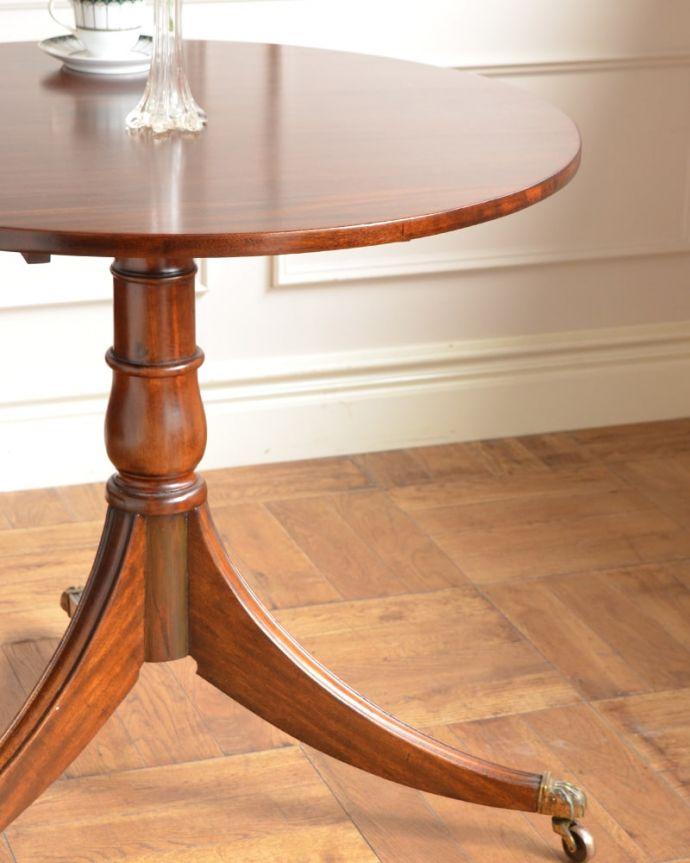 アンティークのテーブル アンティーク家具 ティーテーブル 英国アンティークらしい佇まいアンティークらしい落ち着いた美しさのデザイン。(q-2321-f)