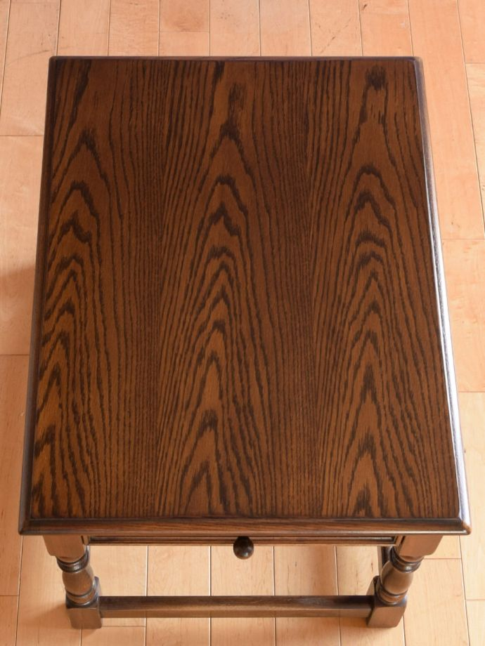 アンティークのテーブルの天板