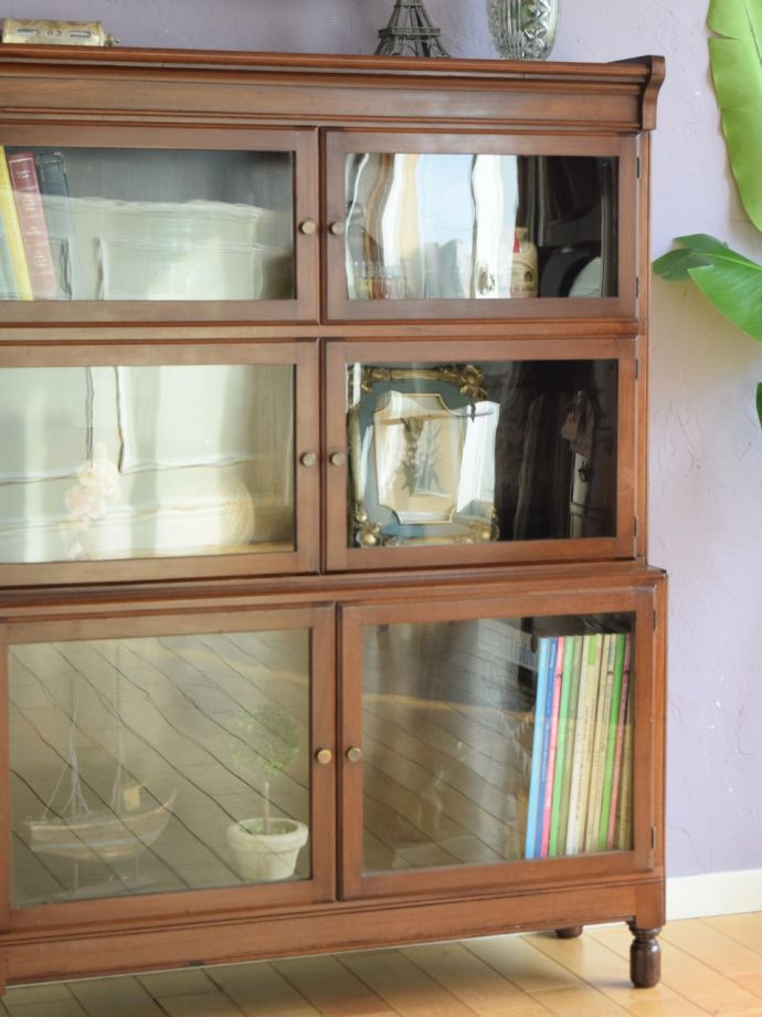 アンティーク家具らしさが漂う本棚