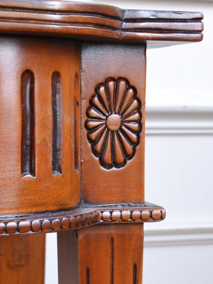 アンティーク家具の装飾