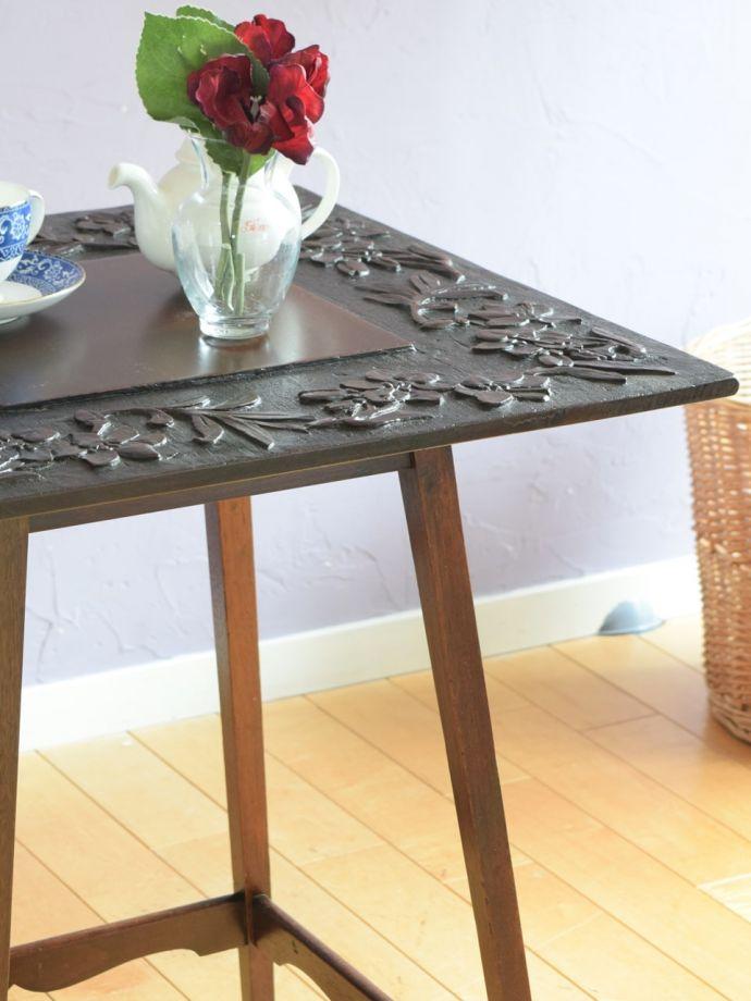 美しいアンティークのテーブル