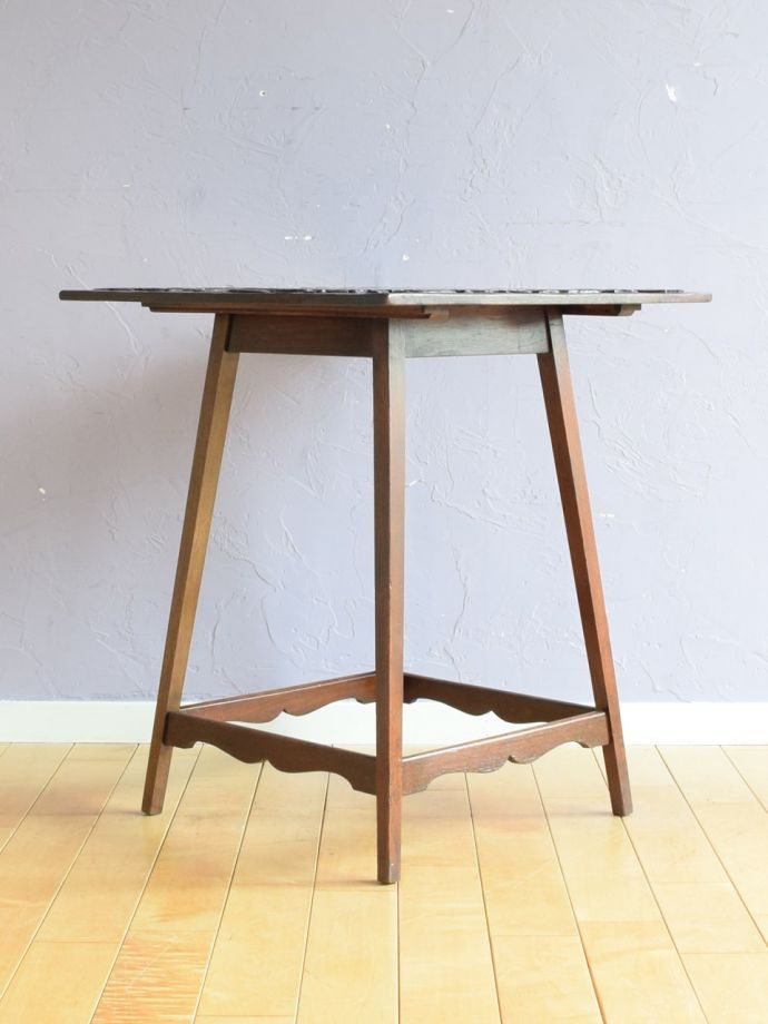 オケージョナルテーブルの側面