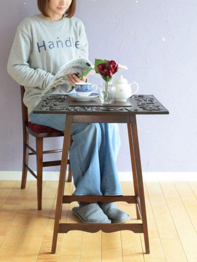 アンティークのオケージョナルテーブル