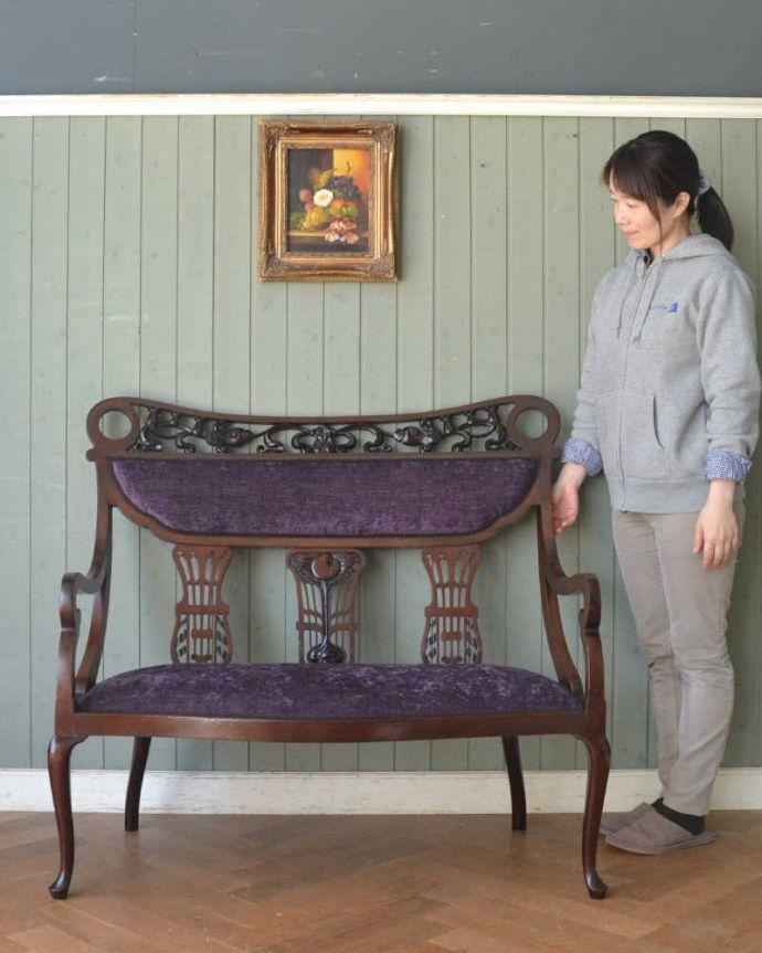 セティ・ソファ・ベンチ アンティーク チェア 英国のアンティークセティ、繊細な彫刻が美しいアーム付き長椅子(ソファ)。最上級の美しさで見た人みんなを魅了する椅子アンティークの椅子の中でも特に美しいセティ。(q-269-c)