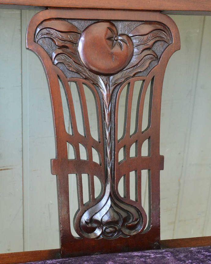 セティ・ソファ・ベンチ アンティーク チェア 英国のアンティークセティ、繊細な彫刻が美しいアーム付き長椅子(ソファ)。芸術作品のような彫アンティークらしい透かし彫りの美しさに思わずうっとりしてしまいます。(q-269-c)