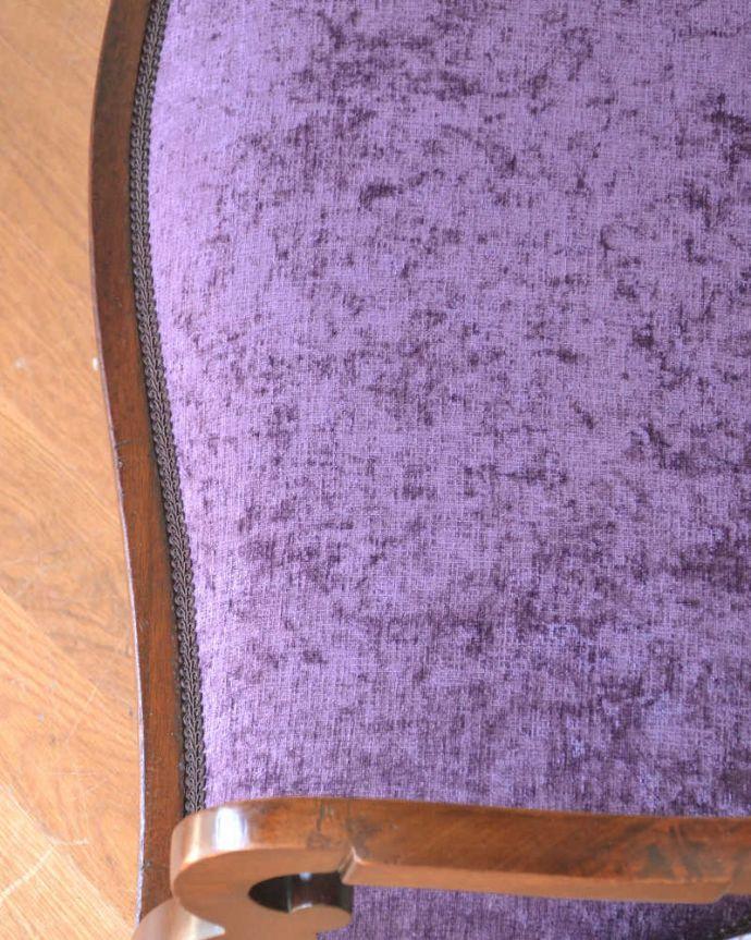 セティ・ソファ・ベンチ アンティーク チェア 英国のアンティークセティ、繊細な彫刻が美しいアーム付き長椅子(ソファ)。生地のセレクトもこだわりました優雅なセティの雰囲気そのままに、一番似合う貼り座をじっくり選びました。(q-269-c)