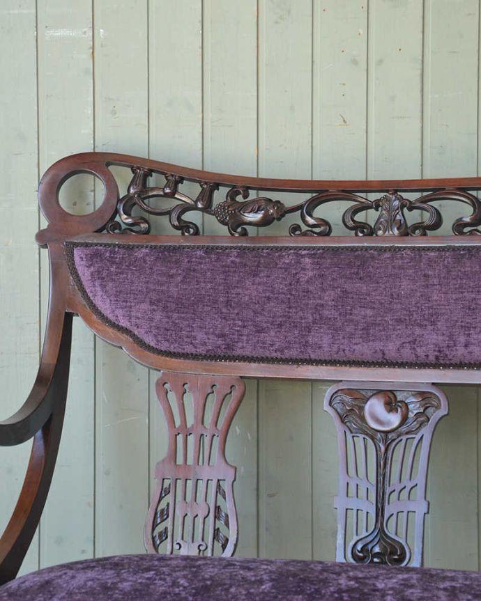 セティ・ソファ・ベンチ アンティーク チェア 英国のアンティークセティ、繊細な彫刻が美しいアーム付き長椅子(ソファ)。どこを切り取っても美しいシルエットアンティークの椅子らしい高級感が溢れるフォルム。(q-269-c)