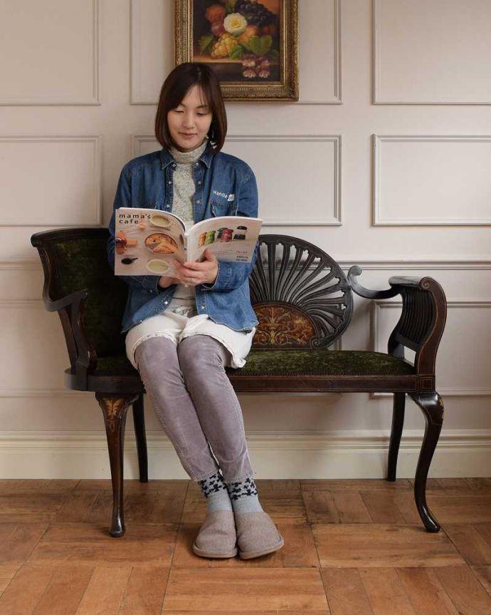 セティ・ソファ・ベンチ アンティーク チェア 象嵌も装飾も施された究極に美しいイギリスアンティークの椅子(セティ)。ここに座るだけで貴婦人気分17世紀頃に誕生した肘掛けと背もたれが付いた椅子セティは、2人以上で座れるソファの前身になった椅子。(q-326-c)