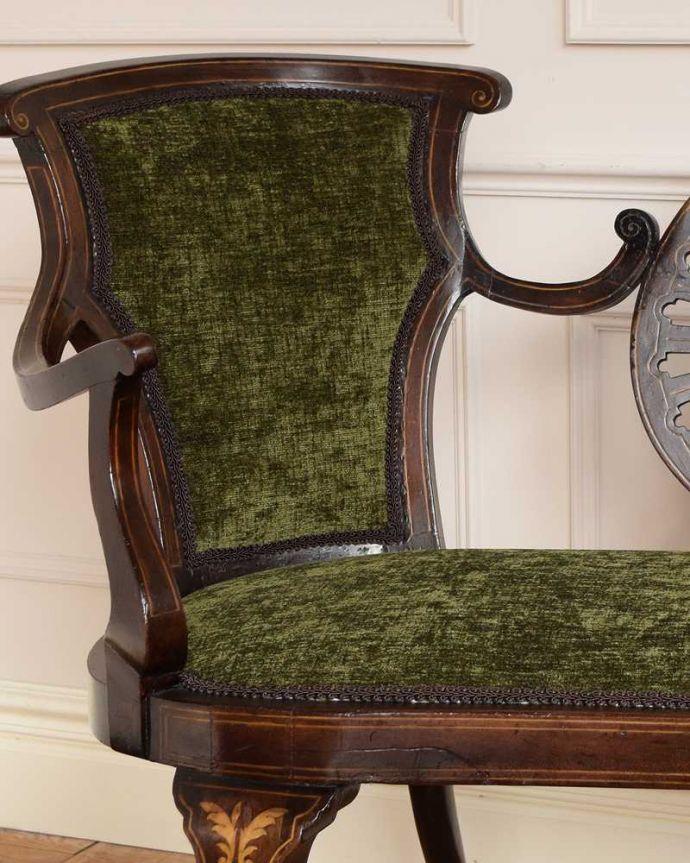 セティ・ソファ・ベンチ アンティーク チェア 象嵌も装飾も施された究極に美しいイギリスアンティークの椅子(セティ)。どこを切り取っても美しいシルエットアンティークの椅子らしい高級感が溢れるフォルム。(q-326-c)