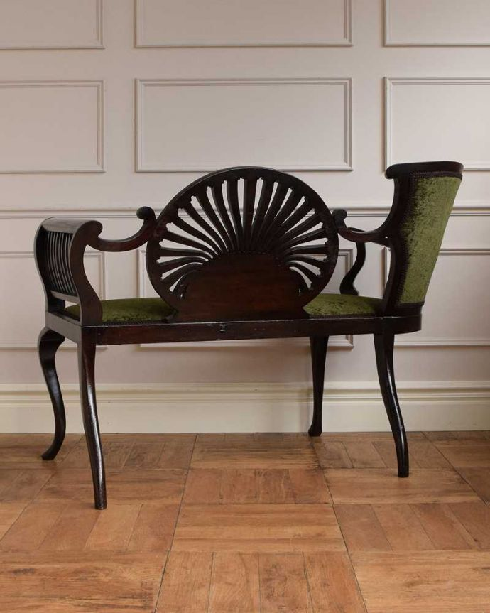 セティ・ソファ・ベンチ アンティーク チェア 象嵌も装飾も施された究極に美しいイギリスアンティークの椅子(セティ)。こちら側も、もちろんキレイです。(q-326-c)
