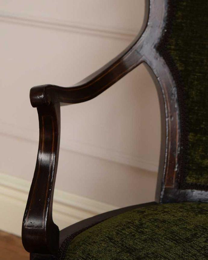セティ・ソファ・ベンチ アンティーク チェア 象嵌も装飾も施された究極に美しいイギリスアンティークの椅子(セティ)。デザインされたアーム部分肘を掛けれるようにデザインされたアームの形まで優雅なんです。(q-326-c)