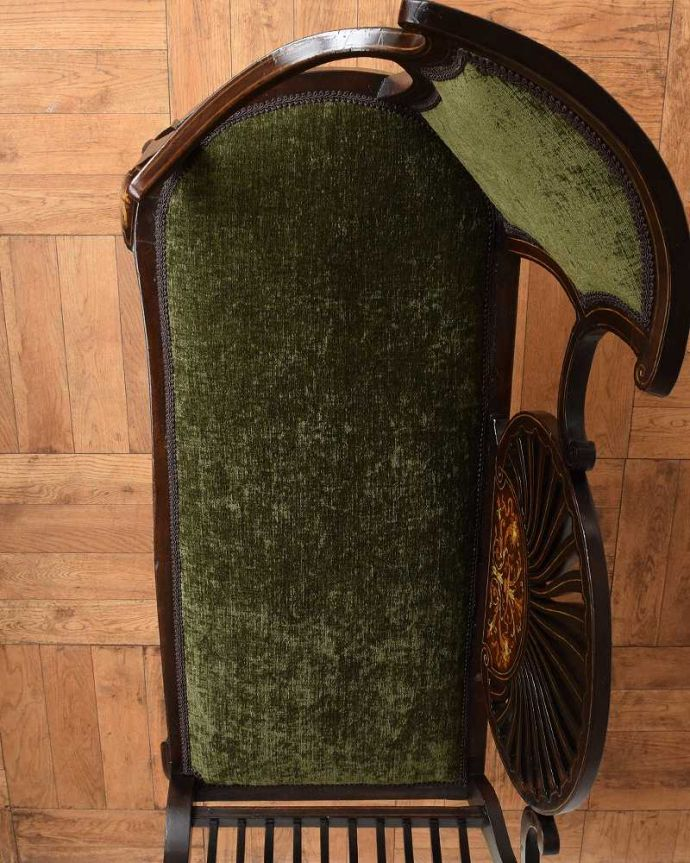 セティ・ソファ・ベンチ アンティーク チェア 象嵌も装飾も施された究極に美しいイギリスアンティークの椅子(セティ)。新しい生地で張り替えました修復の際、一度、古い生地を剥がして木製部分を組みなおしし、強度を持たせてから新しい生地で張り替えました。(q-326-c)