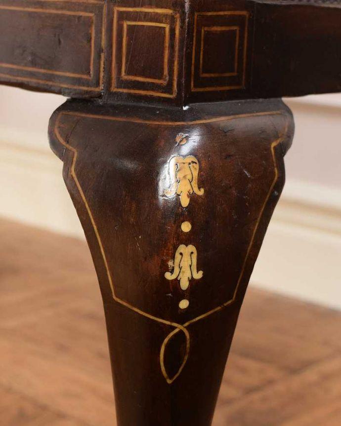 セティ・ソファ・ベンチ アンティーク チェア 象嵌も装飾も施された究極に美しいイギリスアンティークの椅子(セティ)。芸術作品のような迫力満点の彫です!木目や色は1脚1脚微妙に違いますが、どれもキレイに仕上げています。(q-326-c)