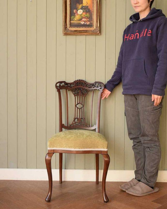 アンティーク チェア 英国輸入の美しい椅子、マホガニー材のアンティークサイドチェア(サロンチェア) 。座るためだけじゃなく見て楽しむ椅子上質な雰囲気が漂うアンティークのサロンチェアは、座るためだけの椅子ではありません。(q-380-c)