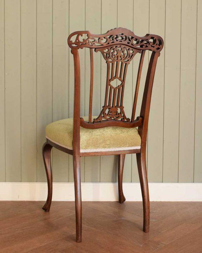 アンティーク チェア 英国輸入の美しい椅子、マホガニー材のアンティークサイドチェア(サロンチェア) 。後ろ姿にも自信アリ並べた時に後ろから見ることも多い椅子。(q-380-c)