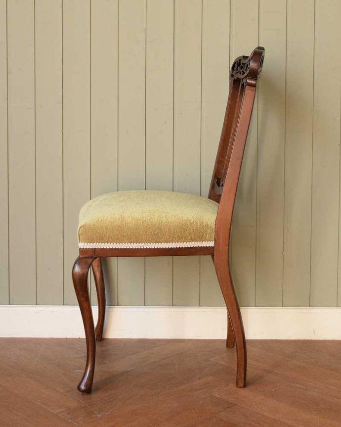 アンティーク チェア 英国輸入の美しい椅子、マホガニー材のアンティークサイドチェア(サロンチェア) 。横から見ても優雅な立ち姿背もたれがカーブしているので楽です。(q-380-c)
