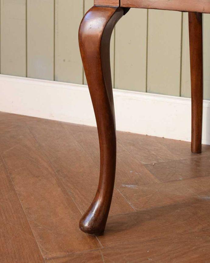 アンティーク チェア 英国輸入の美しい椅子、マホガニー材のアンティークサイドチェア(サロンチェア) 。床を滑らせて移動出来ますHandleではアンティークチェアの脚の裏にフェルトキーパーをお付けしています。(q-380-c)