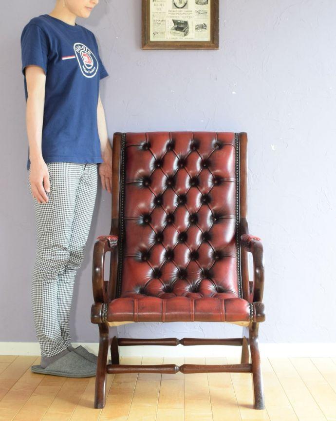 パーソナルチェア アンティークチェア・椅子 (チェスターフィールド)イージーチェアー とにかくカッコいい!英国チェスターフィールド高級感漂う究極の一脚。(q-410-c)